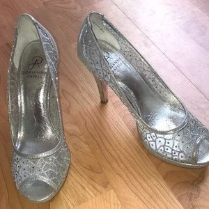 Adrianna papell heels size 8!